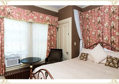 The Silver Fountain Inn | Dover NH Accommodations | Room: The Henrietta